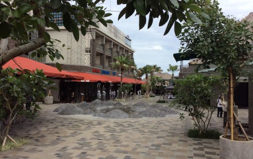 ホテルに併設されている新しいショッピングモール! in ジンバラン【バリ島・観光情報】