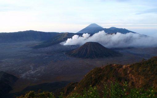 スラバヤ発 ブロモ山1泊2日サンライズツアー【インドネシア・観光情報】