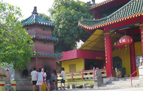 【シンガポール 観光情報】カラフルな中華寺院が住宅地に潜んでいました!