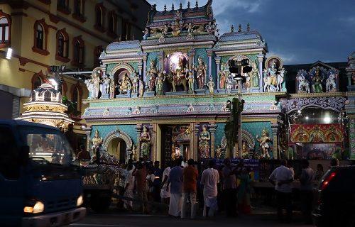 【シンガポール 観光情報】インド寺院でなにやらお祭り?